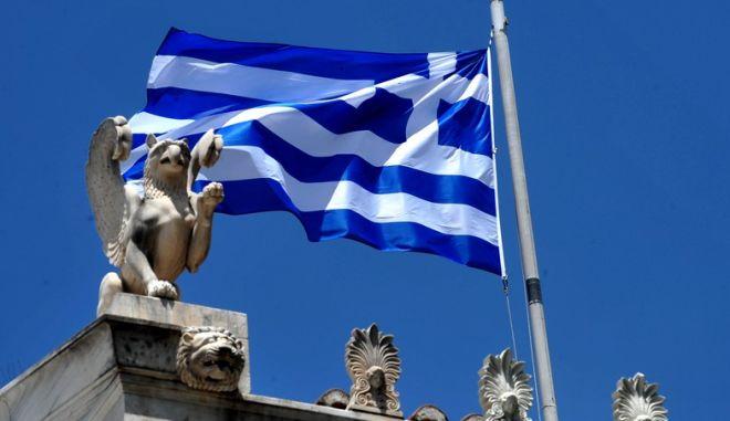Ελληνική σημαία το Σάββατο 4 Ιουλίου 2015. (EUROKINISSI/ΤΑΤΙΑΝΑ ΜΠΟΛΑΡΗ)