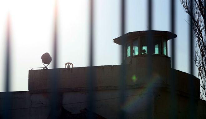 """ΚΟΡΥΔΑΛΛΟΣ-ΔΙΚΗ """"ΠΥΡΗΝΕΣ ΤΗΣ ΦΩΤΙΑΣ"""" // ΜΕΤΑΦΟΡΑ ΚΑΤΗΓΟΡΟΥΜΕΝΩΝ. ΤΕΤΑΡΤΗ 14 ΔΕΚΕΜΒΡΙΟΥ 2011.(EUROKINISSI-ΓΕΩΡΓΙΑ ΠΑΝΑΓΟΠΟΥΛΟΥ)"""
