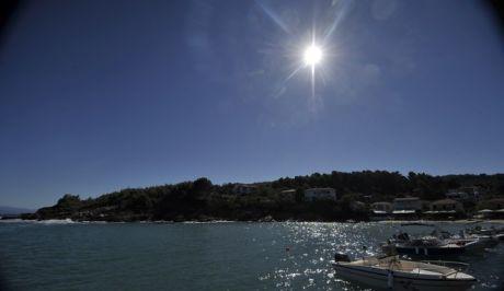 Ο ήλιος λάμπει πάνω από τον Κατηγιώργη του νοτίου Πηλίου