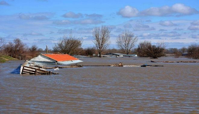 Στιγμιότυπο από πλημμυρισμένη περιοχή στον Έβρο εξαιτίας του σπασίματος των αναχωμάτων.