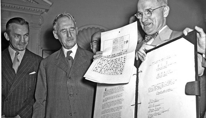 Η άνευ όρων συνθηκολόγηση της Ιαπωνίας και τα σχετικά έγγραφα στα χέρια του Τρούμαν