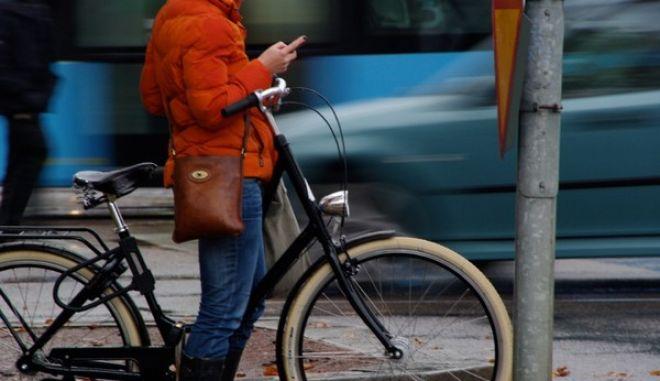 Οι δύο ρόδες νίκησαν τις τέσσερις: Πουλήθηκαν περισσότερα ποδήλατα το 2012