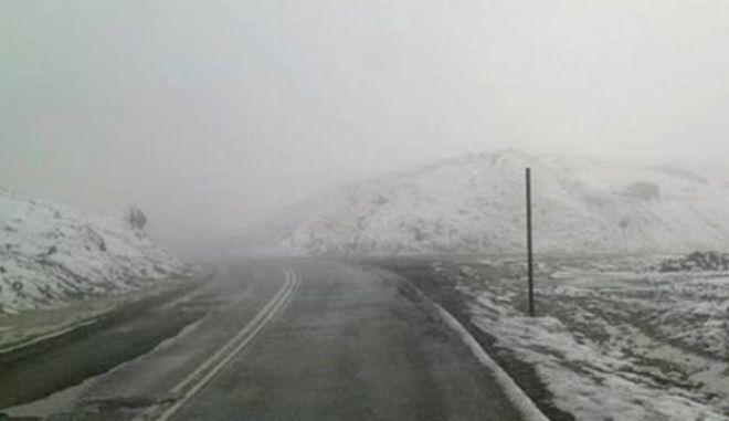 Χάος στις Σέρρες από τις χιονοπτώσεις: Εγκλωβισμένοι επισκέπτες σε λουτρά