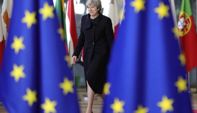 Δυσκολεύουν τα πράγματα για την Τερέζα Μέι, μετά τις παραιτήσεις υπουργών της για την συμφωνία με την ΕΕ