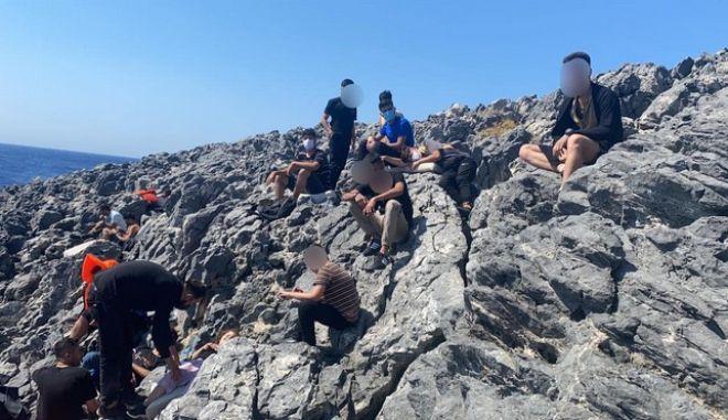 Λέρος: Επιχείρηση διάσωσης ύστερα από 14 ώρες για πρόσφυγες- Είχαν αφεθεί από διακινητές σε βραχονησίδα