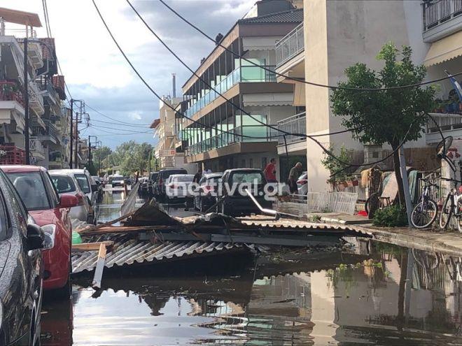 Χαλκιδική: Τα βίντεο και τα καρέ απόλυτου χάους - Κομμένες κολώνες της ΔΕΗ, αμάξια στη θάλασσα