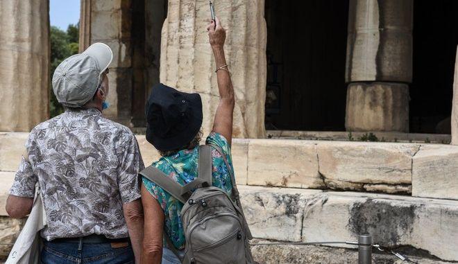 Τουρίστες στην Ελλάδα κατά τη θερινή περίοδο