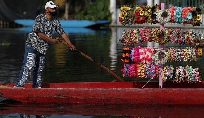 Πλανόδιος πωλητής σε βάρκα, Μεξικό