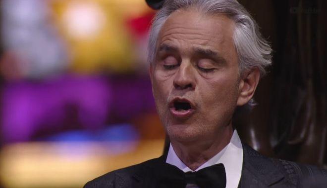 Ο Andrea Bocelli τραγούδησε live από τον άδειο καθρεδικό ναό Duomo του Μιλάνου