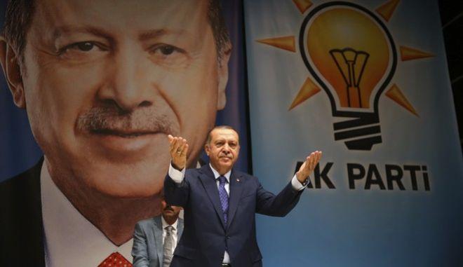 Ερντογάν σε Die Zeit: Να μάθετε πρώτα τι σημαίνει η λέξη δικτάτορας
