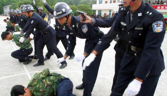 Κίνα: 8 νεκροί σε επίθεση σε αστυνομικό τμήμα