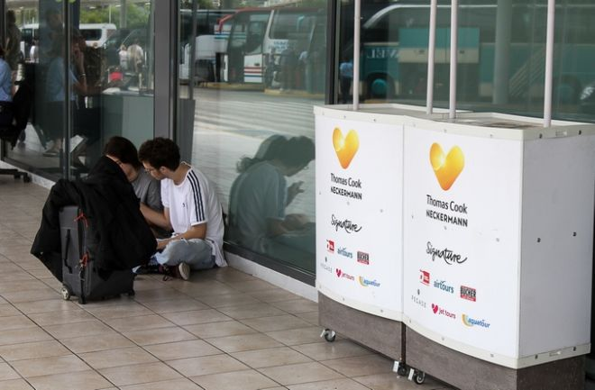 Τουρίστες στο αεροδρόμιο της Κέρκυρας μετά την αναγγελία της χρεοκοπίας του ταξιδιωτικού γραφείου Thomas Cook την Δευτέρα 23 Σεπτεμβρίου 2019. (EUROKINISSI)