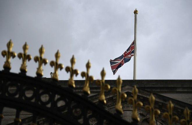 Μεσίστια η σημαία μετά τον θάνατο του Πρίγκιπα Φίλιππου