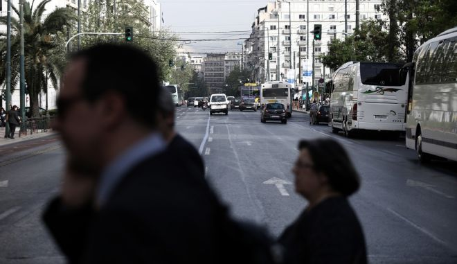 Strike of taxi owners protesting on new tax arrangements promoted by the government, in Athens, Greece on April 14, 2016. /              , , 14  , 2016.
