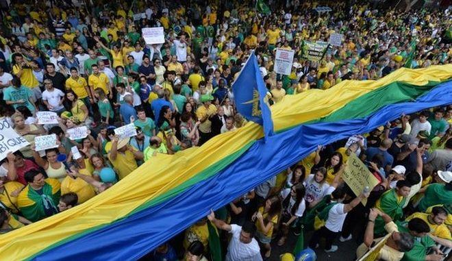 'Ρούσεφ φύγε', φώναξαν πάνω από 1.000.000 Βραζιλιάνοι