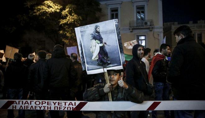 """Συγκέντρωση με αφορμή την επικείμενη συγκέντρωση της """"Χρυσής Αυγής"""" στις 3 Φεβρουαρίου από τον Αντιφασιστικό Συντονισμό Αθήνας - Πειραιά, αντιρατσιστικές οργανώσεις, σωματεία, αντιφασιστικές συλλογικότητες το Σάββατο 27 Ιανουαρίου 2018, στην πλατεία Ρηγίλλης. (EUROKINISSI/ΣΤΕΛΙΟΣ ΜΙΣΙΝΑΣ)"""