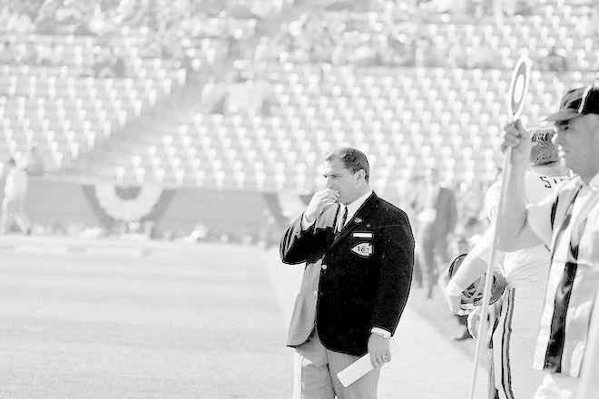 Ο προπονητής Χανκ Στράμ των Kansas City Chiefs κατά τη διάρκεια του Super Bowl I στο Memorial Coliseum στο Λος Άντζελες, Καλιφόρνια, 15 Ιανουαρίου 1967