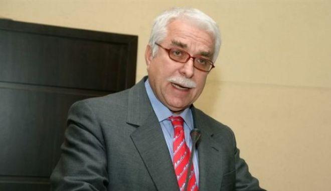 Την παύση του Αθ.Γιαννόπουλου ανακοίνωσε το υπ. Υγείας