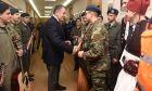 Ο υπουργός Εθνικής Άμυνας με την μεικτή μπάντα των Ενόπλων Δυνάμεων
