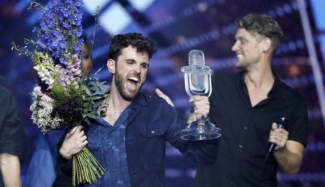 """Ο Ολλανδός Ντάνκαν Λόρενς με το τραγούδι του """"Arcade""""΄είναι ο μεγάλος νικητής του 64ου Διαγωνισμού Τραγουδιού της Eurovision"""