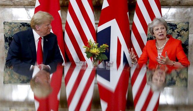 Στιγμιότυπο από τη συνάντηση Τραμπ - Μέι στο Λονδίνο