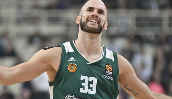 Ο μπασκετμπολίστας του παναθηναϊκού, Νικ Καλάθης