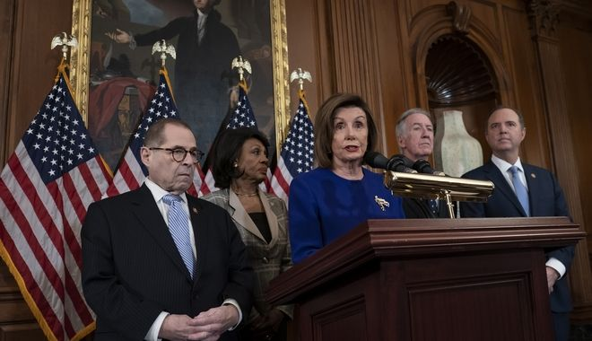 Οι Δημοκρατικοί ανακοίνωσαν τις κατηγορίες με τις οποίες παραπέμπουν τον πρόεδρο Τραμπ