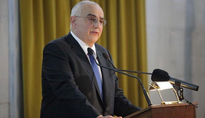 """Τελετή βράβευσης των πρωτευσάντων αποφοίτων των  Λυκείων όλης της Χώρας, του προγράμματος χορηγιών """"Η Μεγάλη Στιγμή για την Παιδεία"""" του ομίλου EUROBANK, σε συνεργασία με το Υπουργείο Παιδείας, Έρευνας και Θρησκευμάτων, παρουσία του Προέδρου της Δημοκρατίας Προκόπη Παυλόπουλου την Τετάρτη  6 Απριλίου 2016, στην Παλαιά Βουλή. (EUROKINISSI/ΓΙΑΝΝΗΣ ΠΑΝΑΓΟΠΟΥΛΟΣ)"""