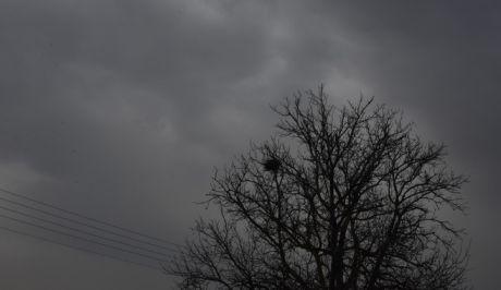 Καιρός: Τοπικές νεφώσεις με λίγες βροχές στα κεντρικά και βόρεια