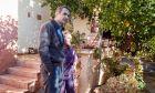 Ο πρόεδρος της Νέας Δημοκρατίας Κυριάκος Μητσοτάκης συνομιλεί με κατοίκους της Μάνδρας κατα την επίσκεψή του στην πλημμυροπαθή περιοχή την Τετάρτη 289 Νοεμβρίου 2017. (EUROKINISSI/ΓΡΑΦΕΙΟ ΤΥΠΟΥ ΝΔ/ΔΗΜΗΤΡΗΣ ΠΑΠΑΜΗΤΣΟΣ)