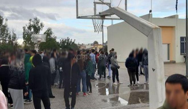 Μαθητές σε σχολείο στα Χανιά στο προαύλιο λόγω του σεισμού