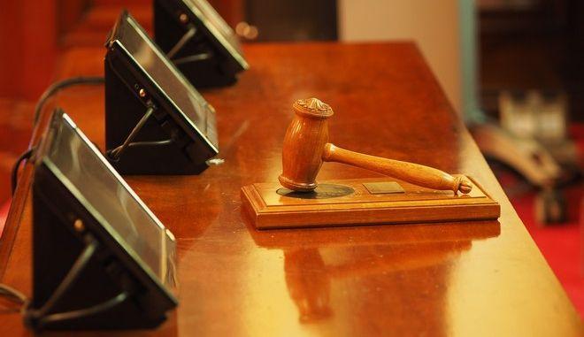Ο δημοτικός σύμβουλος θα καταθέσει σε δίκη για σκάνδαλο δωροδοκιών