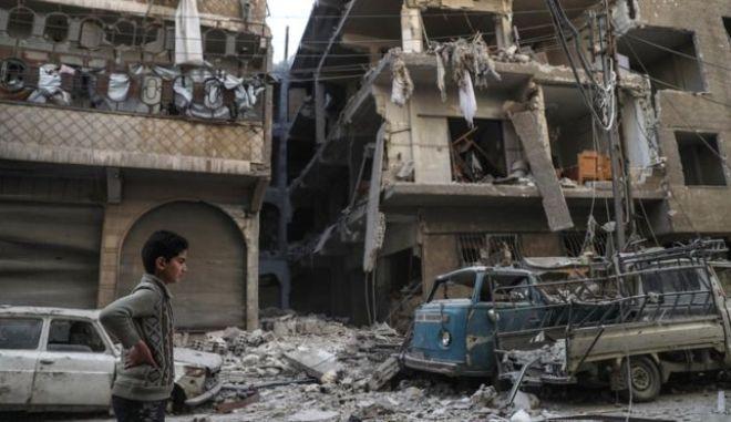 Συρία: Τουλάχιστον 15 άμαχοι νεκροί σε αεροπορική επιδρομή σε αγορά του Ιντλίμπ
