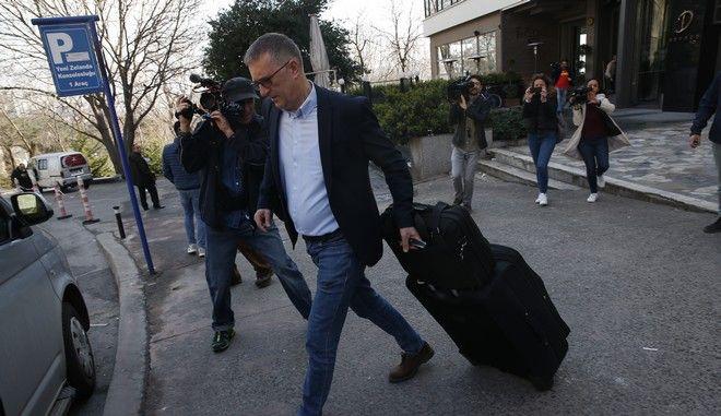 Ο Γιεργκ Μπράζε, ανταποκριτής του γερμανικού καναλιού ZDF αναχωρεί από την Κωνσταντινούπολη