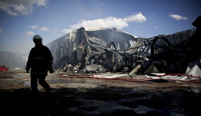 Φωτογραφία από το σημείο της φωτιάς στο Μενίδι