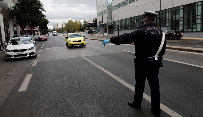 Έλεγχοι της αστυνομίας για την τήρηση των μέτρων στη Συγγρού