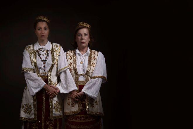 Αμαλία Αρσένη (δεξιά), Βέφι Ρέντι στο