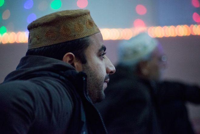 Μουσουλμανική γυναίκα που βγαίνει με έναν μη μουσουλμανικό άνθρωπο