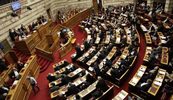 """Συζήτηση και ψήφιση επί της αρχής, των άρθρων και του συνόλου του σχεδίου νόμου του Υπουργείου Εσωτερικών και Διοικητικής Ανασυγκρότησης: """"Οργάνωση και λειτουργία Υπηρεσίας Ασύλου, Αρχής Προσφυγών, Υπηρεσίας Υποδοχής και Ταυτοποίησης, σύσταση Γενικής Γραμματείας Υποδοχής, προσαρμογή της Ελληνικής νομοθεσίας προς τις διατάξεις της Οδηγίας 2013/32/ΕΕ του Ευρωπαϊκού Κοινοβουλίου και του Συμβουλίου """"σχετικά με τις κοινές διαδικασίες για τη χορήγηση και ανάκληση του καθεστώτος διεθνούς προστασίας (αναδιατύπωση)"""" (L 180/29.6.2013), διατάξεις για την εργασία δικαιούχων διεθνούς προστασίας και άλλες διατάξεις"""", την Παρασκευή 1 Απριλίου 2016. (EUROKINISSI/ΓΙΑΝΝΗΣ ΠΑΝΑΓΟΠΟΥΛΟΣ)"""