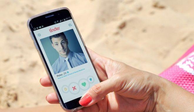 Το Tinder δοκιμάζει από το Νοέμβριο τον αλγόριθμο που 'παρακολουθεί' τα ιδιωτικά μηνύματα.