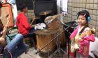 Στα 5 της η Zhou Zhaoyan έφτιαξε και μπάντα.