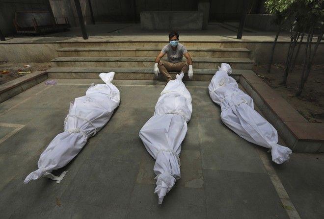 Νεκροί άνθρωποι από κορονοϊό, στην Ινδία