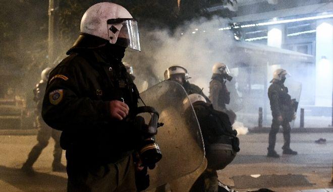 Κολωνός: Ένταση με ομάδα αντιεξουσιαστών- Τραυματίστηκαν 5 αστυνομικοί