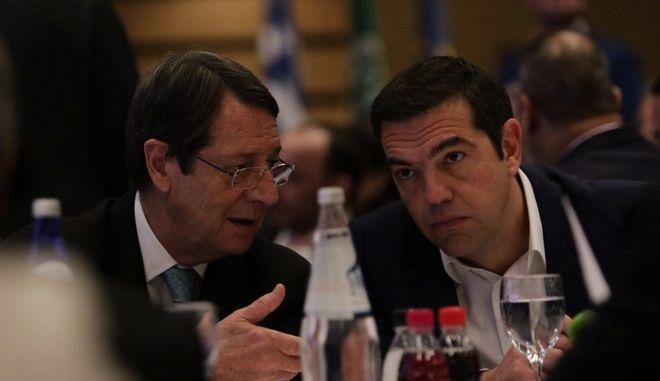 Ο πρόεδρος της Κύπρου Νίκος Αναστασιάδης και ο πρωθυπουργός Αλέξης Τσίπρας σε εκδήλωση στην Αθήνα