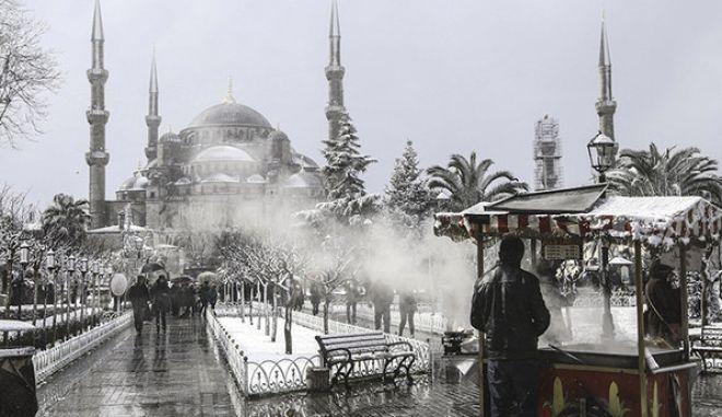 Anadolu Ajans Gözüyle 2015: stanbul'da sabah saatlerinden itibaren etkili olan kar ya beraberinde güzel manzaralar oluturdu. (Ariv) (Elif Öztürk - Anadolu Ajans)