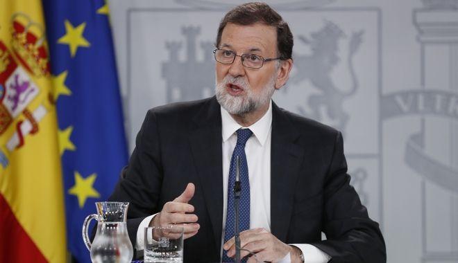 O πρωθυπουργός της Ισπανίας, Μαριάνο Ραχόι, κατά την συνέντευξή Τύπου μετά την πρόταση μομφής