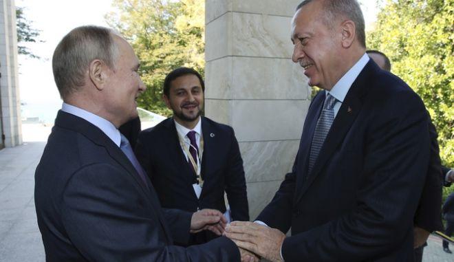 Πούτιν και Ερντογάν στη συνάντησή τους