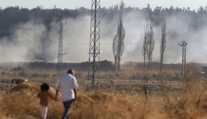 Εικόνα από τα σύνορα Τουρκίας- Συρίας.)
