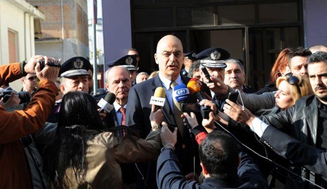 ΗΛΕΙΑ-Στο αστυνομικό τμήμα Βάρδας Ηλείας ο υπουργός Δημόσιας Τάξης και Προστασίας του Πολίτη Νίκος Δένδιας, ο αρχηγός της ΕΛΑΣ και ο γενικός επιθεωρητής Ν. Ελλάδος, μετά τα επεισόδια με τους πυροβολισμούς μεταναστών.(EUROKINISSI-ΑΝΤΩΝΗΣ ΝΙΚΟΛΟΠΟΥΛΟΣ)