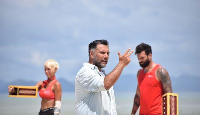 Nomads: Καθένας παίζει μόνος - Δύο στη βίλα και 10 να λιώνουν στην παραλία